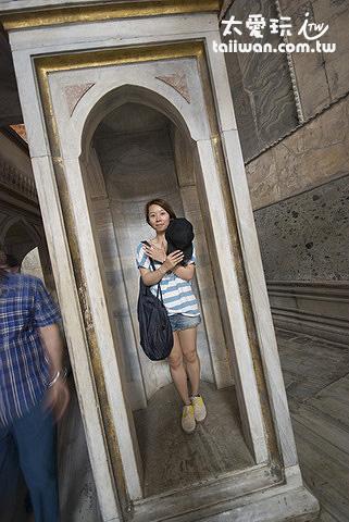 聖蘇菲亞博物館的亞洲人雕像!