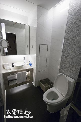 旺角薈賢居房間廁所