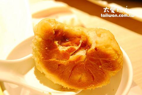 酥皮焗叉燒包酥脆的外皮加上美味的內餡