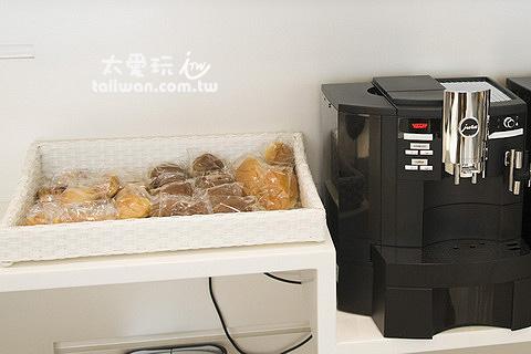 旺角薈賢居提供很簡單的咖啡跟麵包早餐