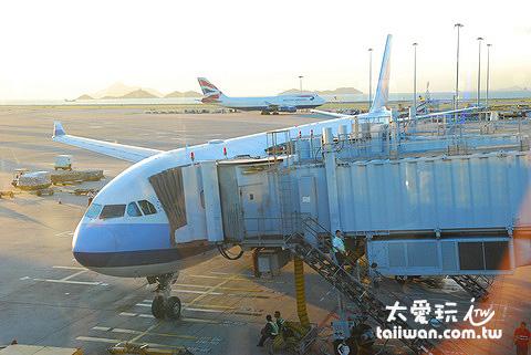 香港機場,搭華航回家了
