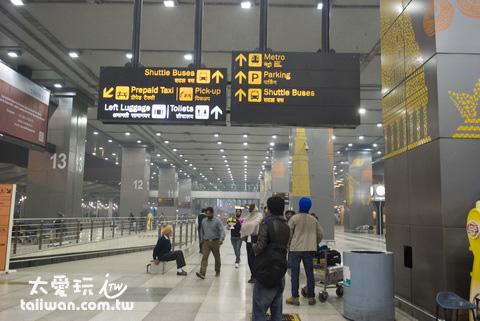 清晨三點多的機場