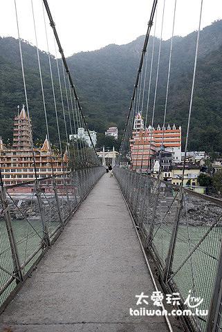 瑞詩凱詩高灘地吊橋