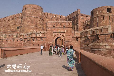 阿格拉堡是結合了印度與中亞建築風格的城堡