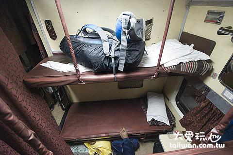 這次搭2A的火車,一排只有兩個床位