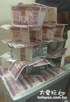 所有錢都濕了