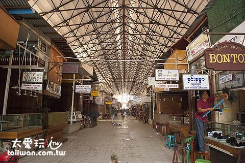 翁山蘇姬市場是仰光最大的綜合商場