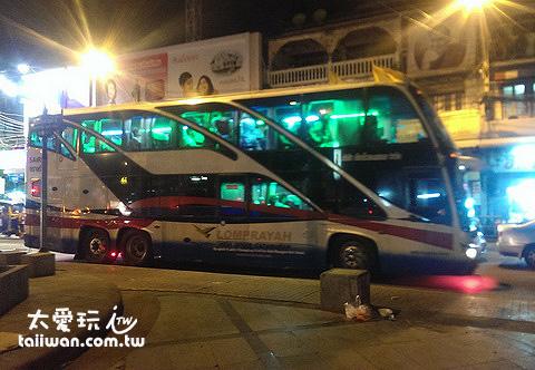Lomprayah的巴士是雙層的
