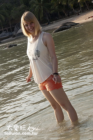 Sairee海灘玩水