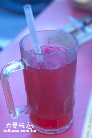 鮮紅色的飲料air sirap