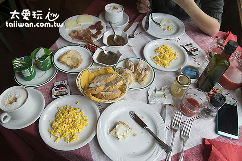 Agriturismo Al Podere Di Rosa豐盛的早餐
