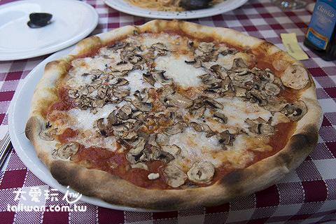 披薩隨便點都不錯吃