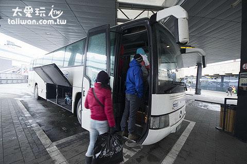 搭巴士去Zakopane車程2小時費用15波蘭幣