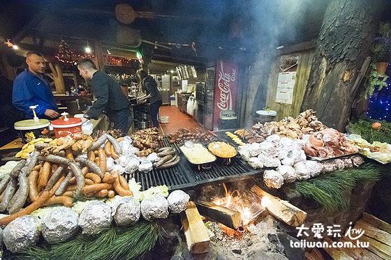 大烤肉架上擺滿各式各樣的肉類