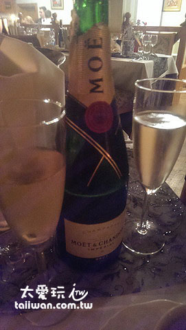 除夕夜倒數還有很貴的香檳可以喝