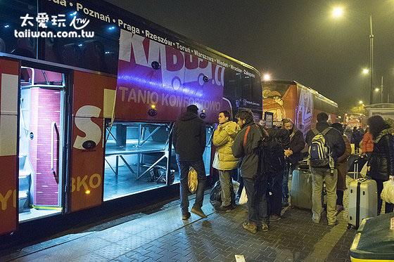 搭10點的Polski Bus前往波蘭首都華沙