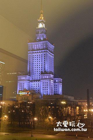 華沙所有的建築都是二戰以後所興建
