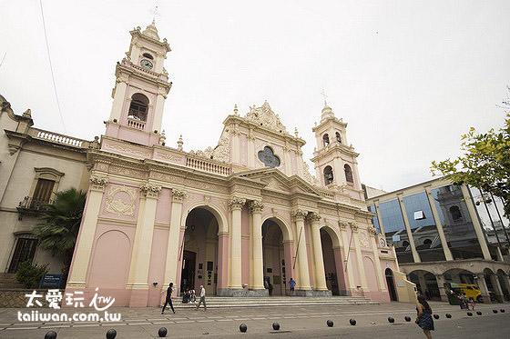 薩爾塔廣場旁的大教堂