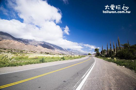 沿著51號公路朝向智利與阿根廷的邊境前進