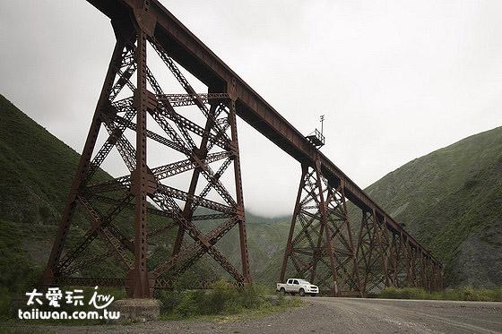 鐵橋可是薩爾塔有名的高山火車專用