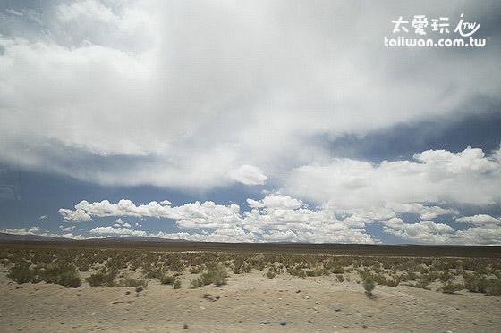 4000公尺的高山上竟然還有如此巨大遼闊的平原