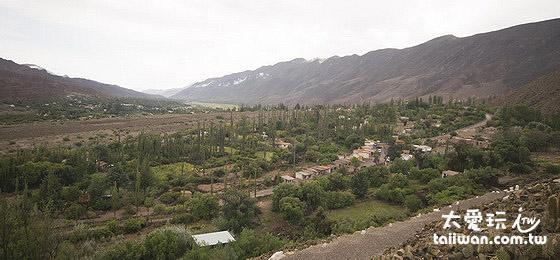 俯瞰整個山谷的景色