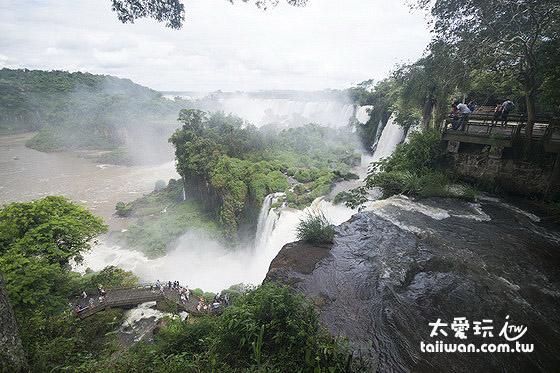 伊瓜蘇瀑布是世界最大的瀑布