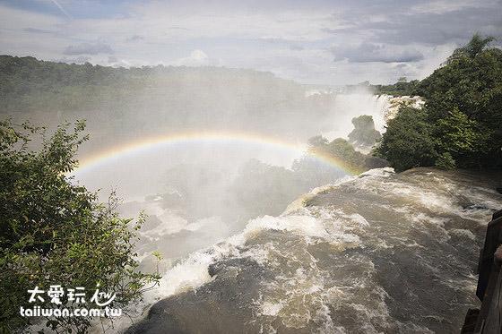 伊瓜蘇瀑布群到處有彩虹