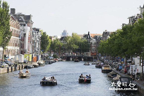 阿姆斯特丹城市裡到處是運河