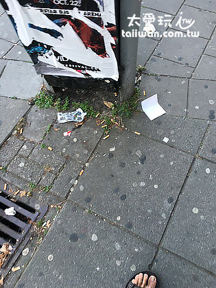阿姆斯特丹地上到處是菸頭