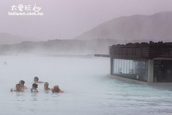 藍湖泡溫泉是冰島行程重點中的重點