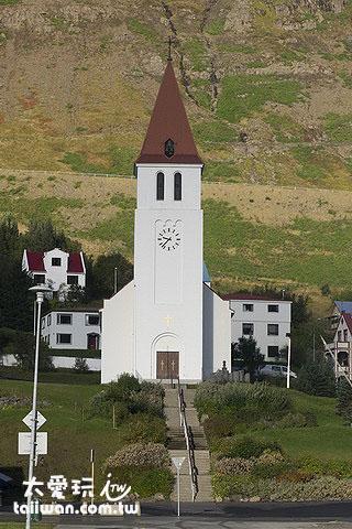 Siglufjörður教堂就很像童話故事中的那種教堂