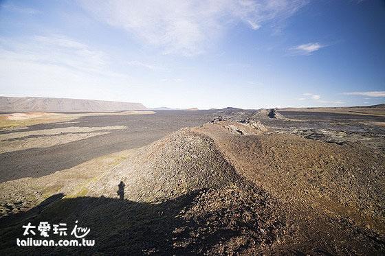 整片的熔岩河從你的眼前延伸到地平線的另一端