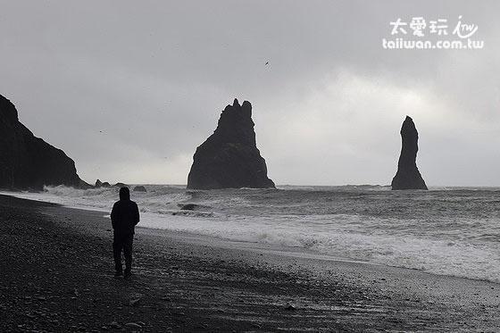 矗立在海上的巨石