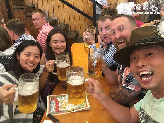 與外國人同歡啤酒節