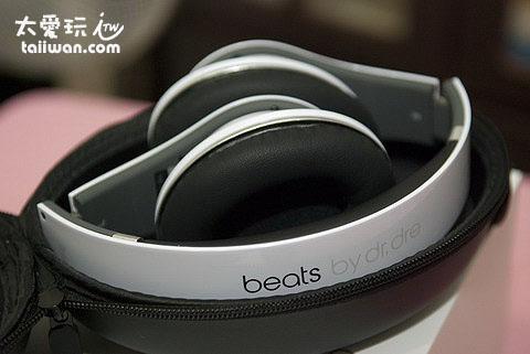 beats by dr. dre字樣清晰且摸起來平整