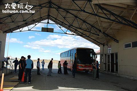 搭巴士經過其他國家