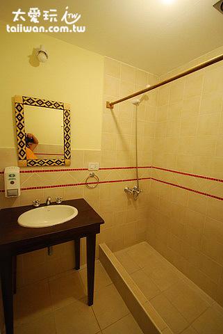 衣瓜蘇Hostel Inn雙人房浴室