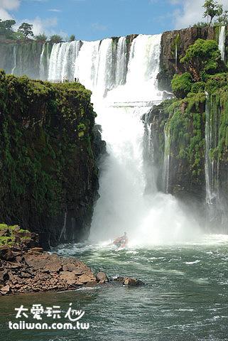 伊瓜蘇衝瀑布