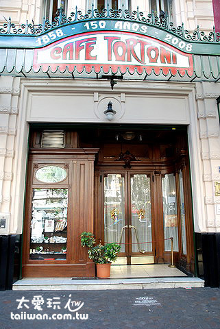 Caf e Tortoni是布宜諾愛麗斯最老且相當知名的咖啡館