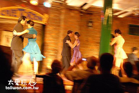 Caf e Tortoni的Tango Show