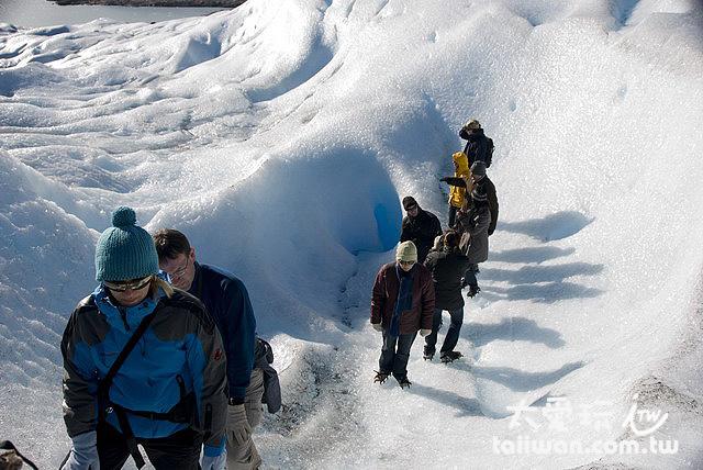Minitrekking就是一個帶你上冰河走走的行程