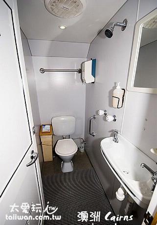 潛水船公共衛浴