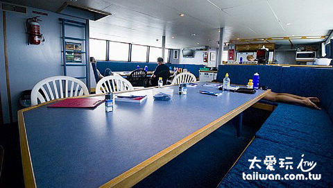 潛水船餐廳兼交誼廳