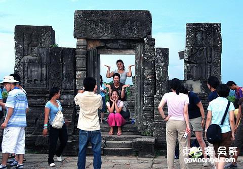 遊客任意地拍照