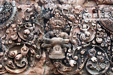 Narasimha撕開阿修羅魔王Hiranyakasipu的胸膛