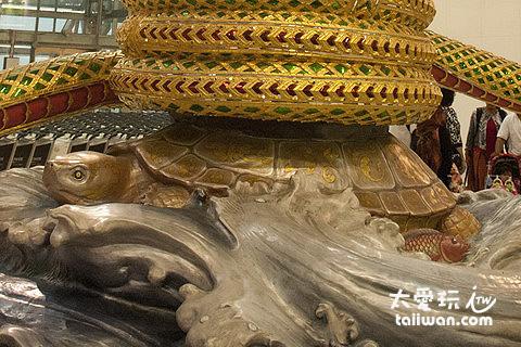 化身為靈龜的保護神Vishnu(毗濕奴)
