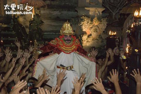 巴里島舞蹈中的魔王拉伐那(Ravana)