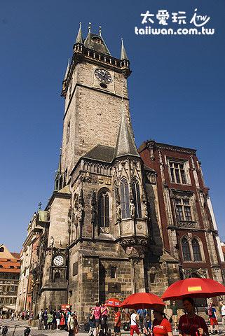 可以進入鐘樓最高層去看布拉格的市景