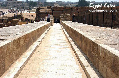 神廟通往金字塔的通廊